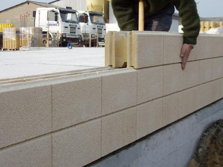 mur de cloture en beton excellent bton poteau de clture moule bton prfabriqu boundary murs. Black Bedroom Furniture Sets. Home Design Ideas