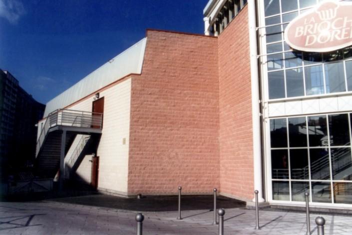 Mac Arthur Glen à Roubaix / SNDR à Laon (02) - Blocs ELCO Architectoniques