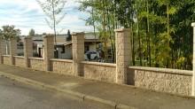 Mur de Clôture en Blocs ELCO Alvéolés Parement Clivé Ton Jaune Paille