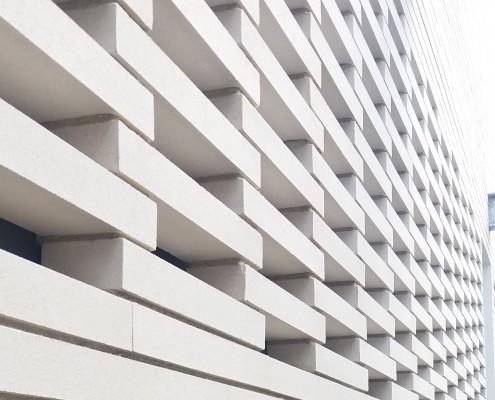 Groupe Scolaire Fondada à Castelnau d'Estretefonds (31) / Agence Branger Romeu à Toulouse : 2.600 m² de Brqies BlocStar Am90 en joints secs de 10mm