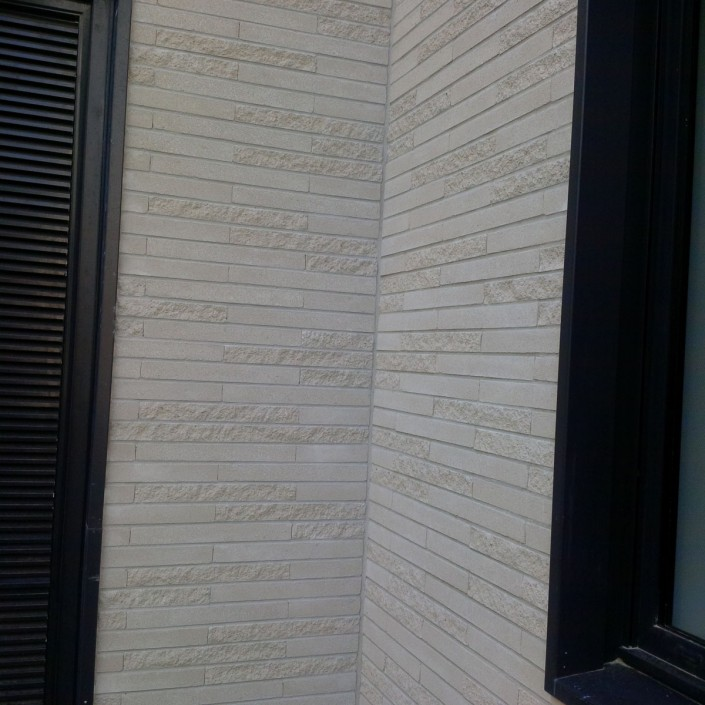 1.800 m² Briques BlocStar Am90 Parement Ton Pierre 2/3 parement lisse et 1/3 parement clivé