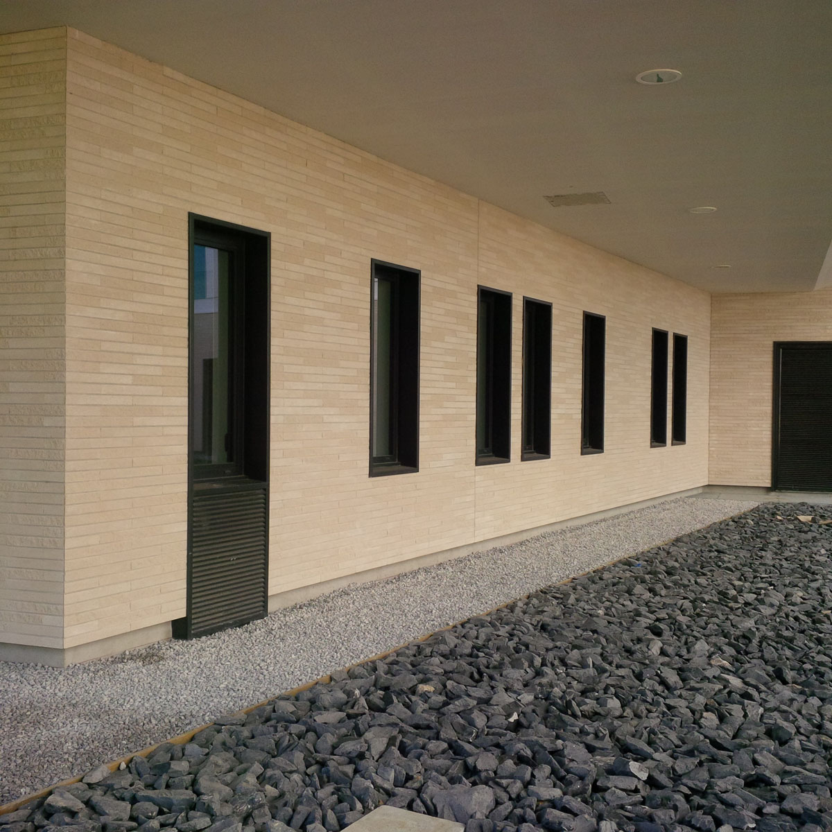 Mur parement brique for Briquette de facade prix