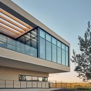 Bâtiment tertiaire à Bailly-Romainvilliers (77) : ENIA architecture à Montreuil (93100) – 7.415 m² de Briques Béton BlocStar à maçonner