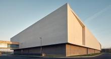 Bâtiment tertiaire à Bailly-Romainvilliers (77) : ENIA architecture à Montreuil (93100) – 7.415 m² de Briques Béton BlocStar à maçonne
